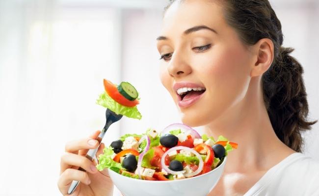 Cum sa fim mai binedispusi cu ajutorul alimentatiei. Patru pasi pe care trebuie sa ii urmezi ca sa scapi de depresie