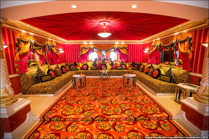 Apartamentul regal e cel mai spatios din tot hotelul