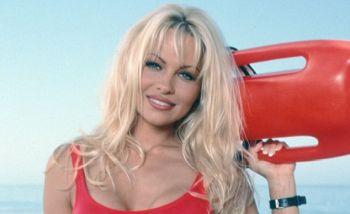 Pamela Anderson a aparut in lenjerie intima! La aproape 50 de ani e mai buna decat multe pustoaice VIDEO