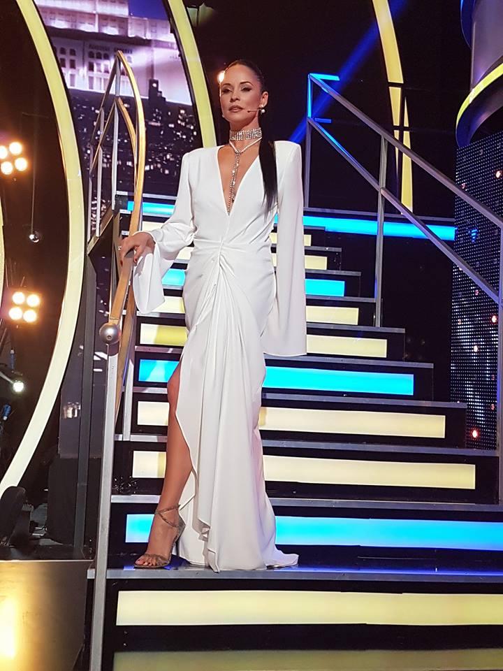 Andreea Marin a stralucit intr-o rochie alba, lunga