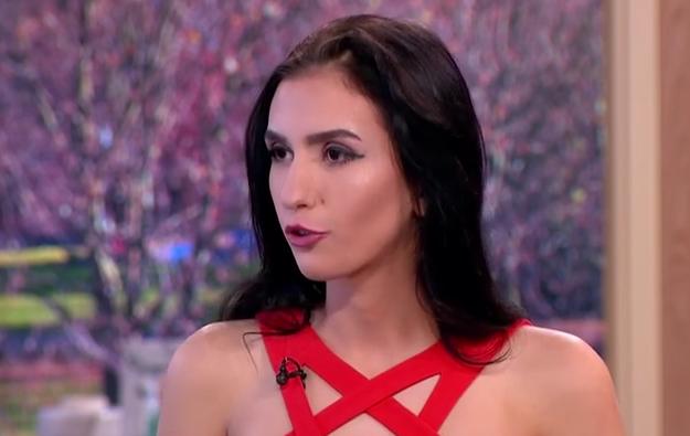 Alexandra vrea sa-si vanda virginitatea pentru 2,3 milioane de euro