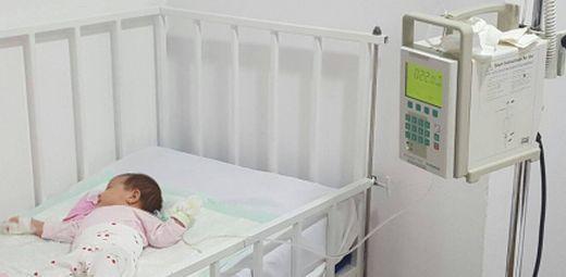 Oribil! Fiica unui prezentator tv de la noi, plimbata prin spitale! Ce a patit din cauza perfuziilor