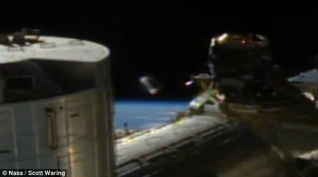 Asta sa fie dovada ca estraterestrii exista?! Ce s-a vazut in timpul unei transmisii video NASA, direct din spatiu VIDEO