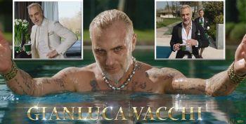 Gianluca Vacchi loveste din nou! Imagini senzuale cu milionarul italian in piscina, debordand de erotism! Nu o sa iti vina sa crezi la ce face reclama VIDEO