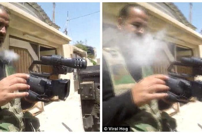 Momentul uluitor in care un lunetist ISIS trage intr-un jurnalist aflat pe teren! Glontul a ricosat datorita unui lucru pe care il avea la piept VIDEO