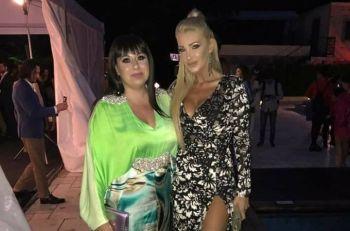 Oana Roman, super sexy la petrecerea Viva! Ce tinuta lejera si colorata a purtat