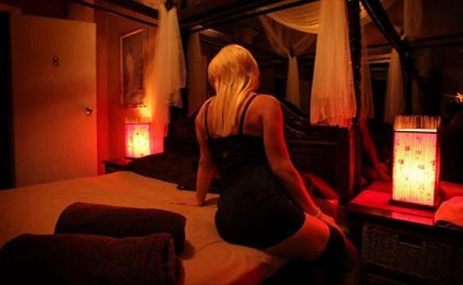 Prostituatele romance, vedete pe site-urile de escorte din Marea Britanie! Cat incasau tinerele pe ora si cum erau plasate de proxeneti