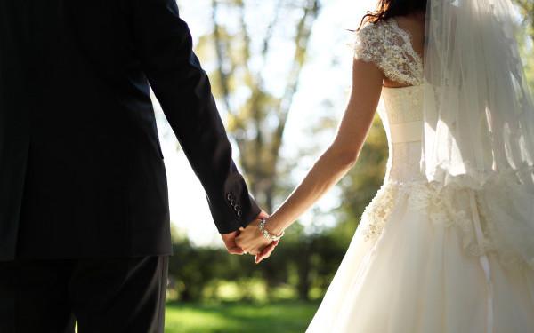 Parintii i-au aranjat nunta, asa ca tanarul si-a cunoscut sotia in ziua cea mare! A ramas stupefiat cand a vazut-o si a vrut sa se sinucida. Cum arata femeia