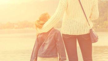 Povestea fetitei de 4 ani care a fost abandonata de tata. A crescut-o mama ei. Ce i-a spus copila cand a implinit 11 ani