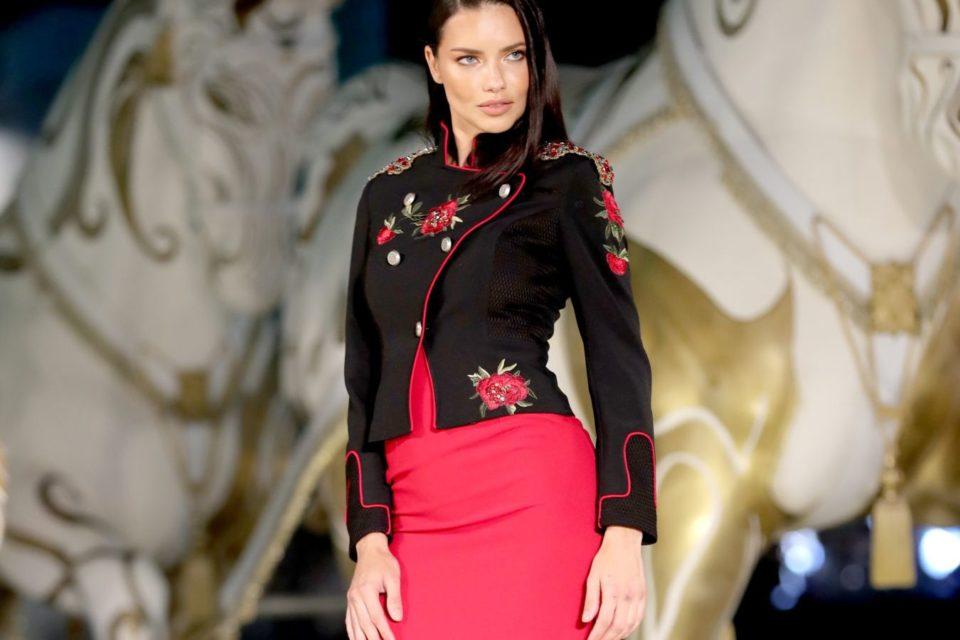 Adriana Lima a dat startul unui extravagant show de modă