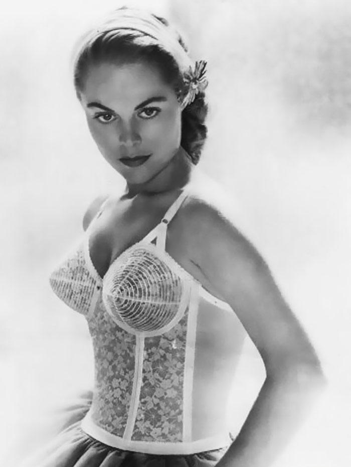 sutienele glont moda anilor 1940-1950