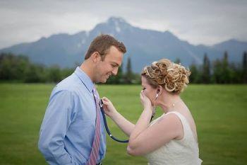 Momente SOCANTE la o nunta! Mireasa a plans in hohote cand a ascultat inima unui invitat! Povestea iti va da fiori pe sira spinarii
