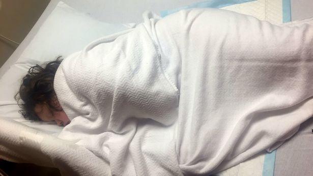 Destinul crunt al unei fetite de doar 10 ani! Ce boala cumplita o chinuie si din cauza careia doarme tot timpul