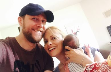 Simona Gherghe a fugit câteva ore de acasă. Unde s-a dus vedeta tv care a devenit mamica in urma cu 2 luni!