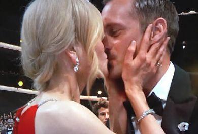 O vedeta si-a sarutat COLEGUL de fata cu SOTUL ei!!! Doamne, cum e scena asta! Ce s-a intamplat imediat dupa