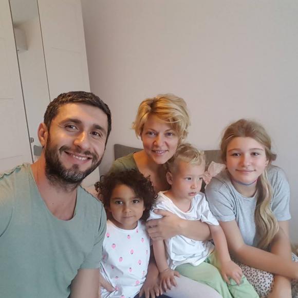 Dragos Bucur a povestit cum a decurs adoptia fiicei sale de etnie roma VIDEO