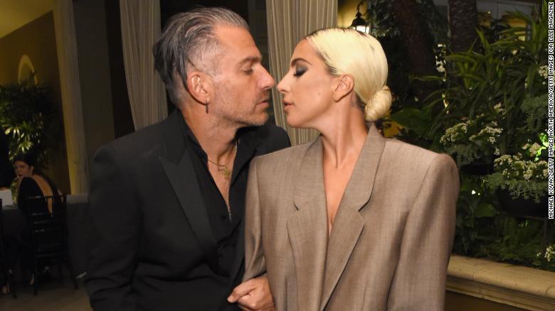 Lady Gaga s-a logodit! Iubitul ei este cu 17 ani mai in varsta decat ea