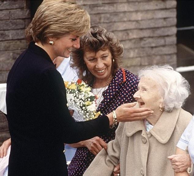 Tributul lui Meghan Markle pentru Printesa Diana in primele poze cu burtica de gravida la vedere