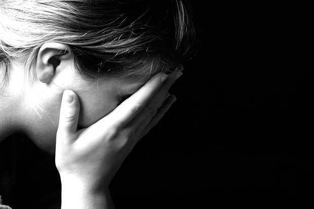 Dupa ce a fost abuzata timp de 10 ani de tatal vitreg, TOT tanara risca sa fie condamnata la 20 de ani de inchisoare