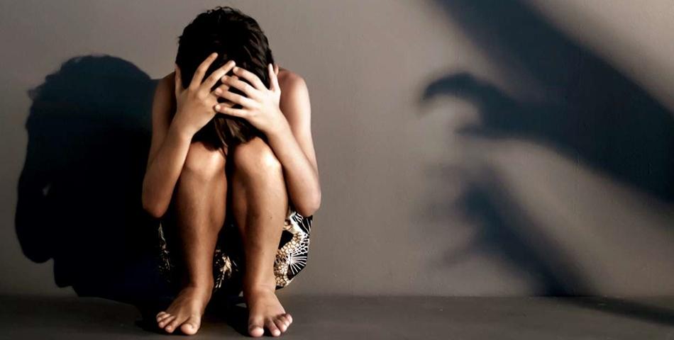 INFIORATOR! O fetita de 12 ani a fost violata timp de 7 luni de 18 barbati