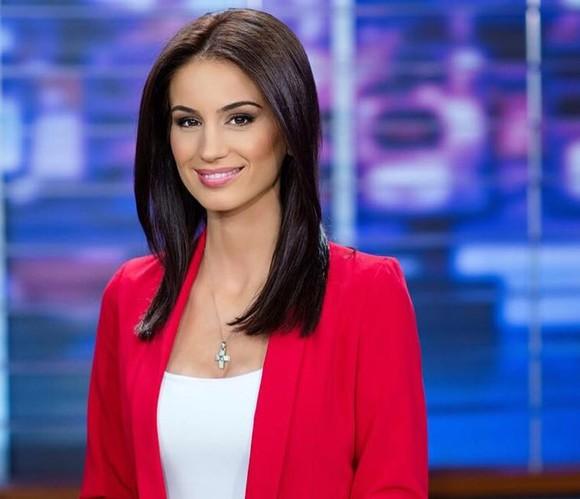 Prezentatoarea TV Geanina Ilies a facut accident de masina din cauza telefonului mobil