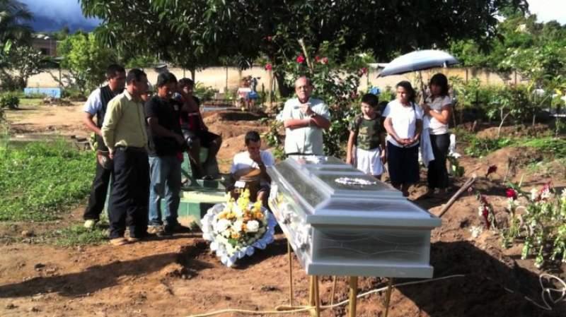 Uluitor! Un barbat decedat a inviat la propria inmormantare