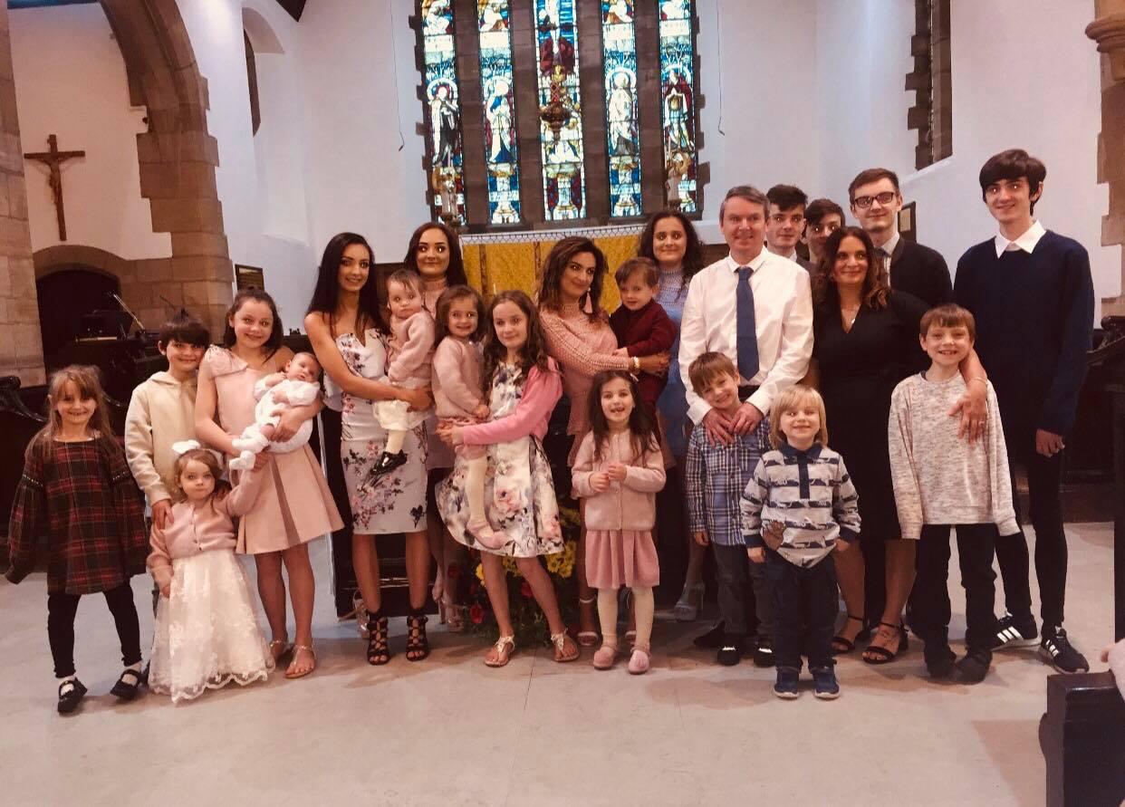 Cea mai mare familie din Anglia impacheteaza cadourile inca din august.