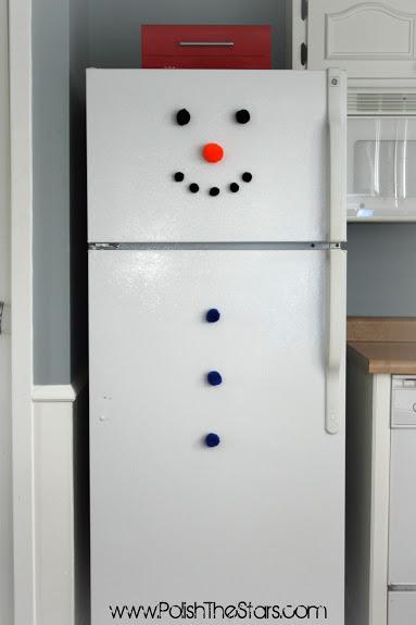 Decoratiuni handmade de Craciun - om de zapada pe frigider