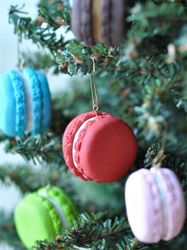 Decoratiuni handmade de Craciun - ornamente macarons