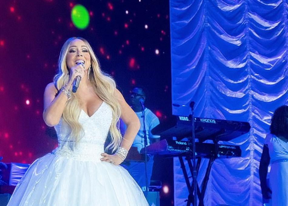 Mariah Carey a imbracat rochia de mireasa si a urcat pe scena
