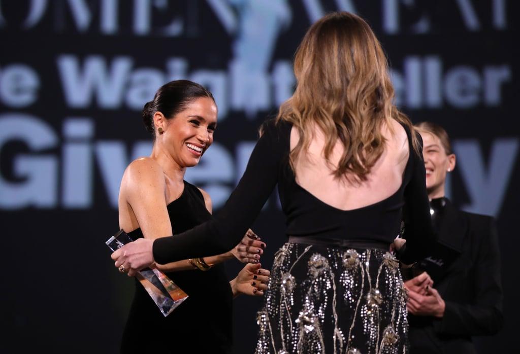 Meghan a avut o aparitie ravasitoare la Fashion Awards