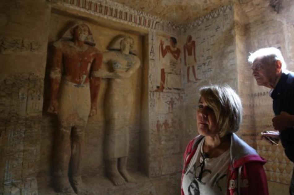 Un mormant vechi de 4,400 de ani a fost deschis pentru prima oara in Egipt