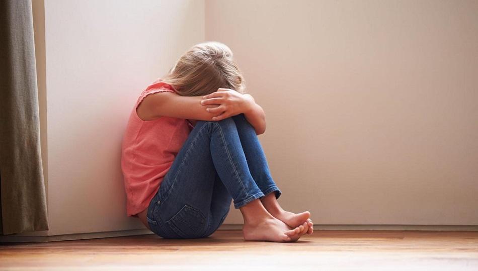 A fost violata de propriul ei tata de 4 ori pe zi si la 13 ani a ramas gravida