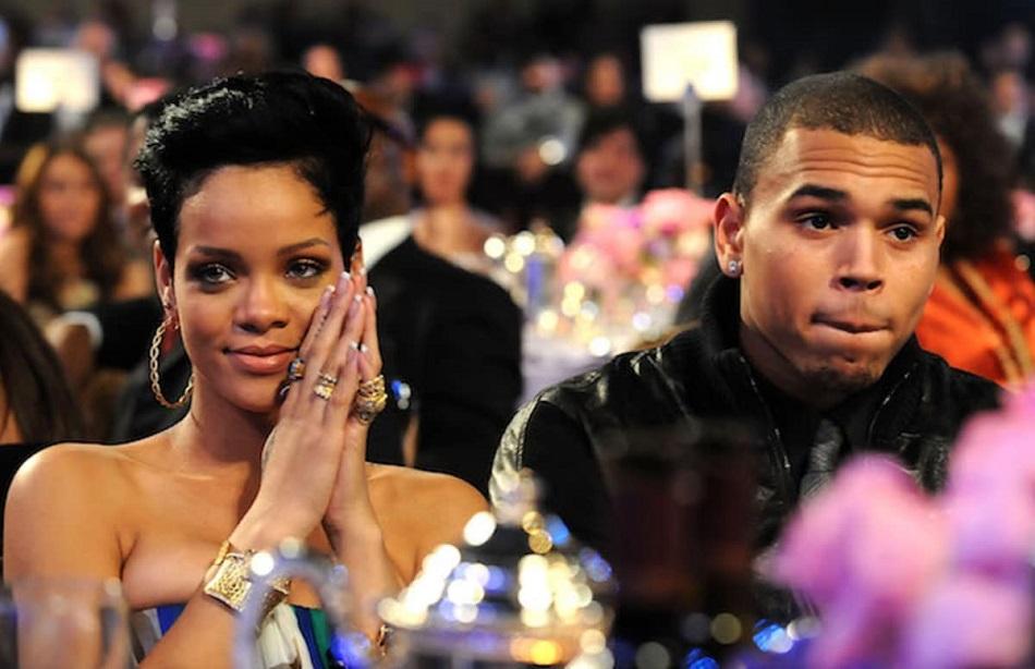 Rihanna are pareri de rau pentru Chris Brown