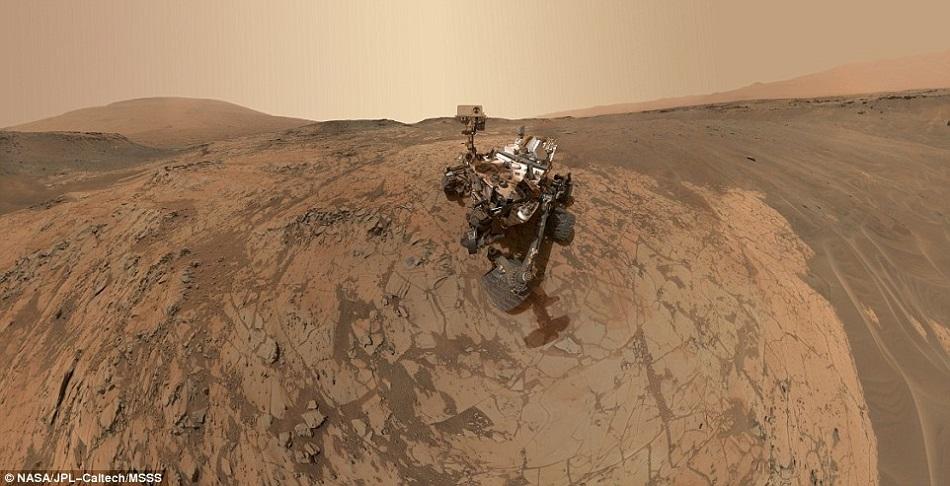 Robotul Curiosity si-a facut un selfie pe Marte