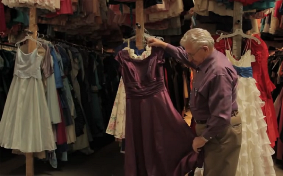 Barbatul a cumparat 55.000 de rochii pentru sotia lui dintr-un motiv incredibil