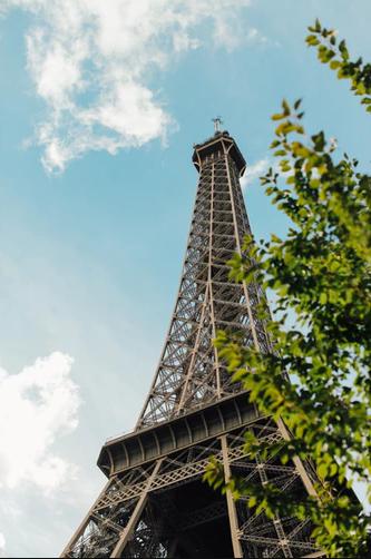 Curiozități despre Paris. Turnul Eiffel – o atracție temporară