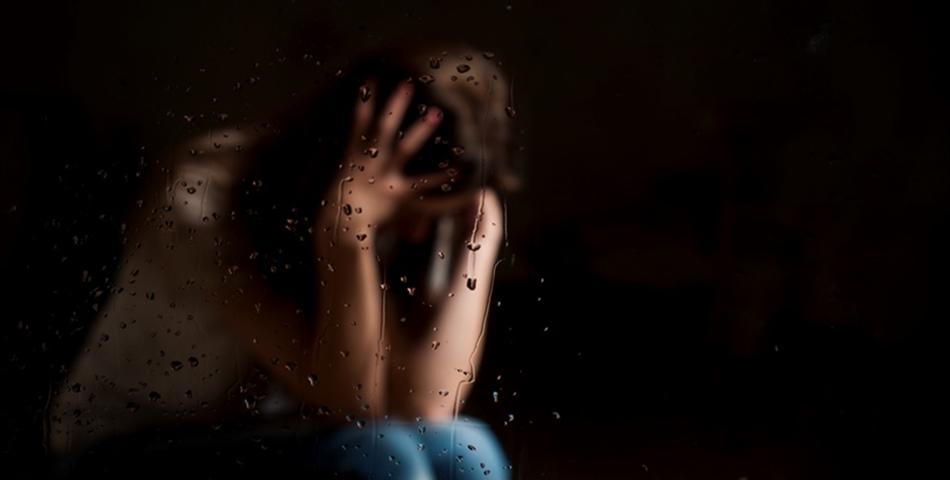 S-a sinucis dupa ce a fost drogata si violata