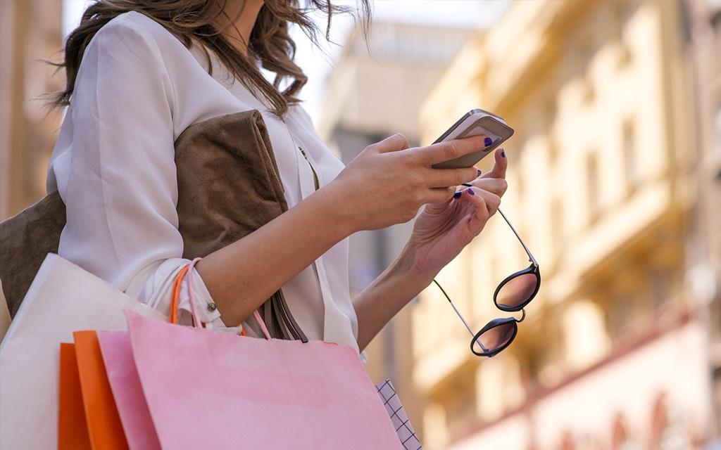 Îmbrăcăminte, încălțăminte și accesorii de brand – Cumpărați-le online pe B-Mall.ro