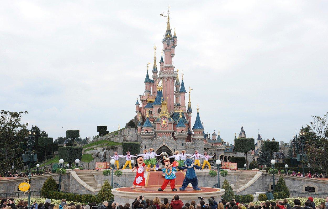 Alerta cu bomba la Disneyland Paris. Persoanele au fost ranite, multimea a intrat in panica
