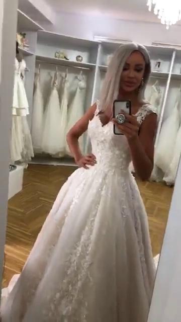 Bianca Dragusanu a imbracat rochia de mireasa dupa despartirea de Alex Bodi! Si-a schimbat si look-ul cu aceasta ocazie VIDEO