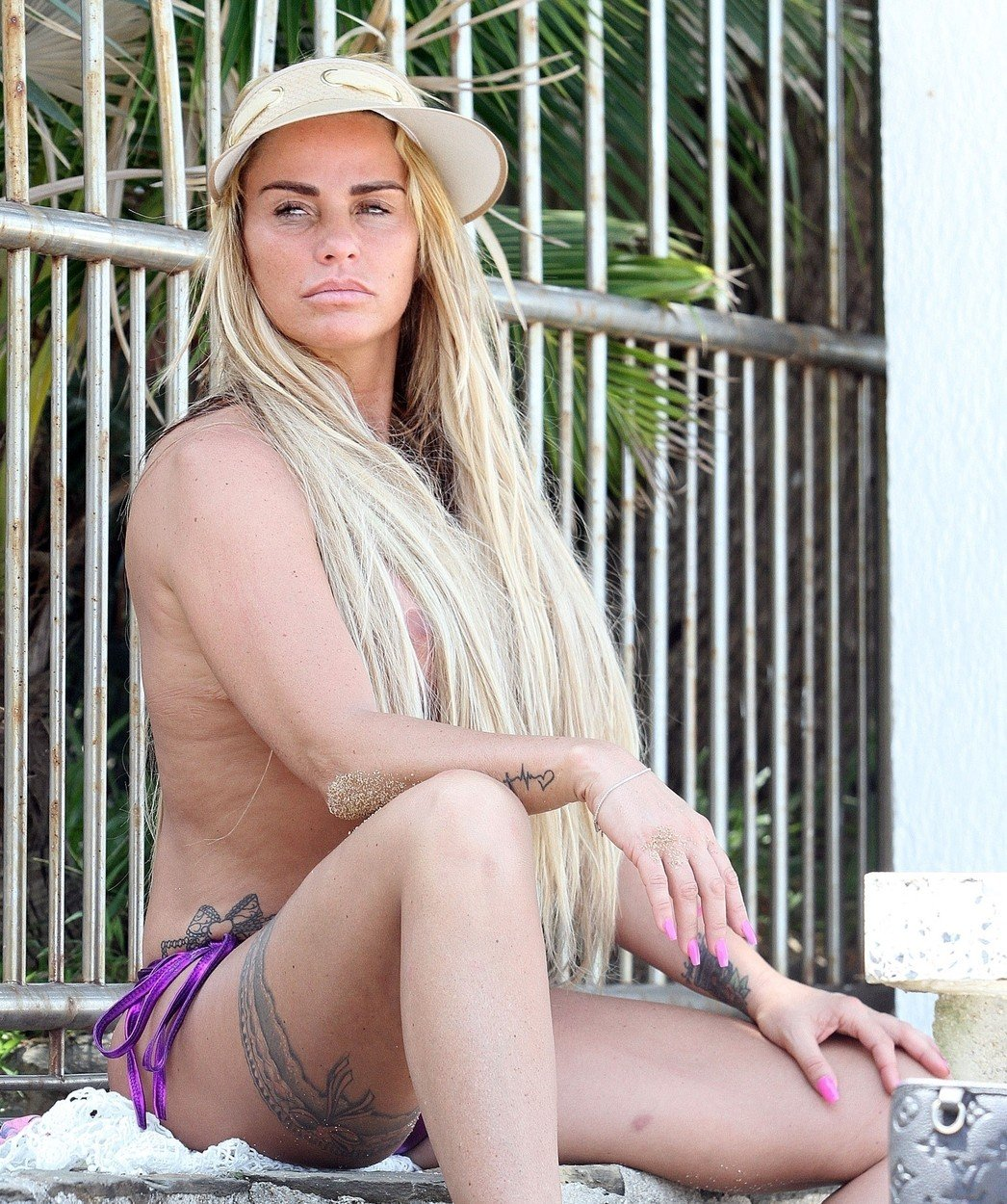 Katie Price, topples pe plaja