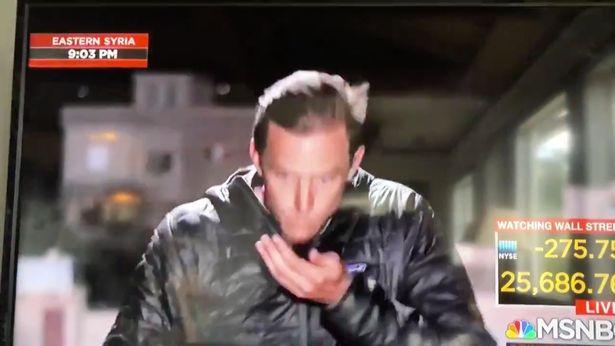 Un reporter si-a stilizat parul cu saliva