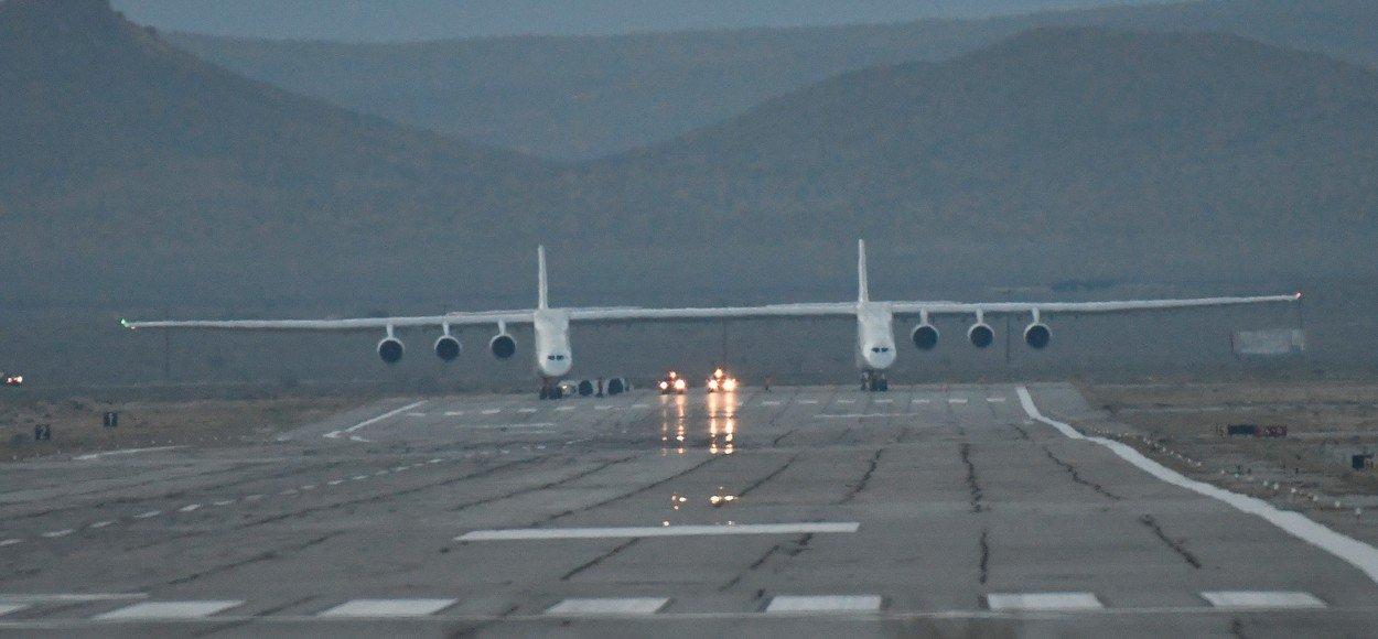 Cel mai mare avion din lume a decolat pentru prima oara