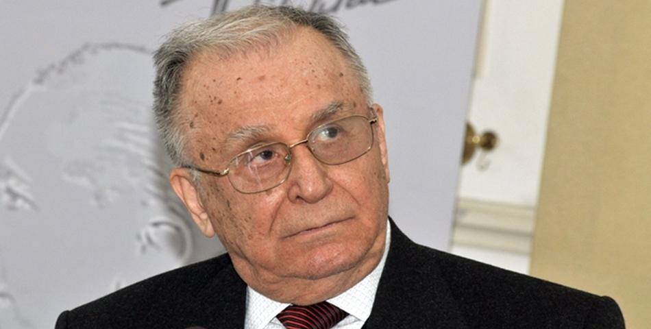 Fostul presedinte Ion Iliescu, internat de urgenta la spital