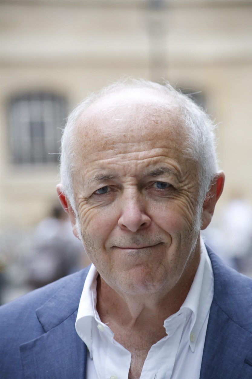 Jurnalistul Jeremy Bowen sufera de cancer de colon