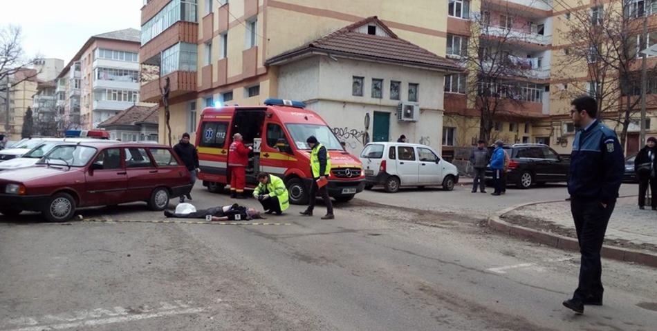 O femeie a fost injunghiata, iar apoi atacatorul s-a sinucis