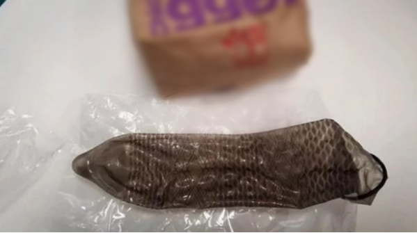 S-a gasit un prezervativ folosit intr-un fast-food renumit
