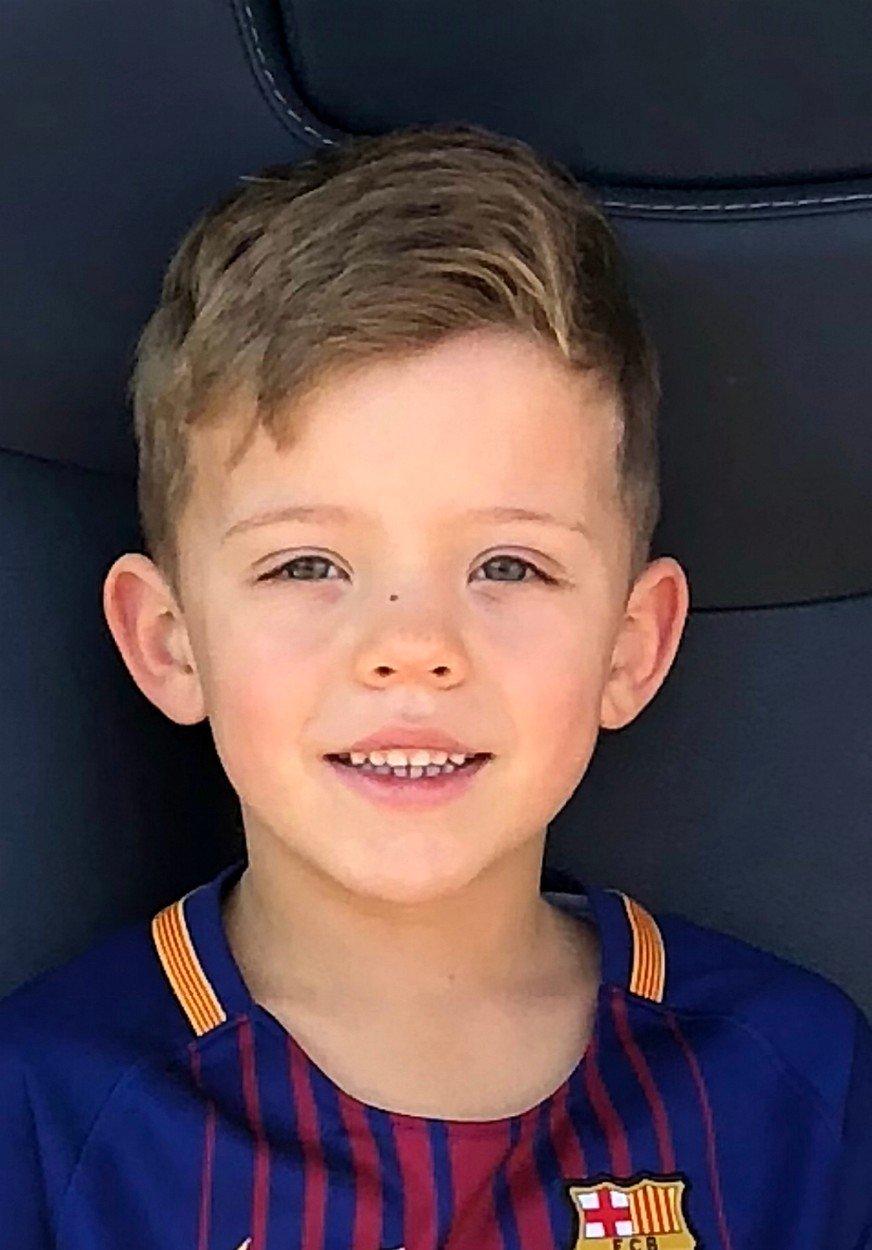 Un baietel de 7 ani a murit electrocutat  in timp ce juca fotbal