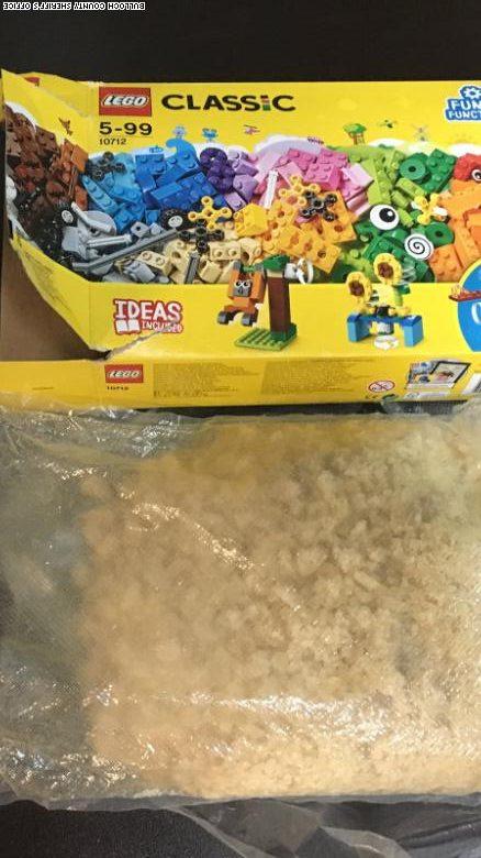 Ce a gasit un copil intr-o cutie de Lego